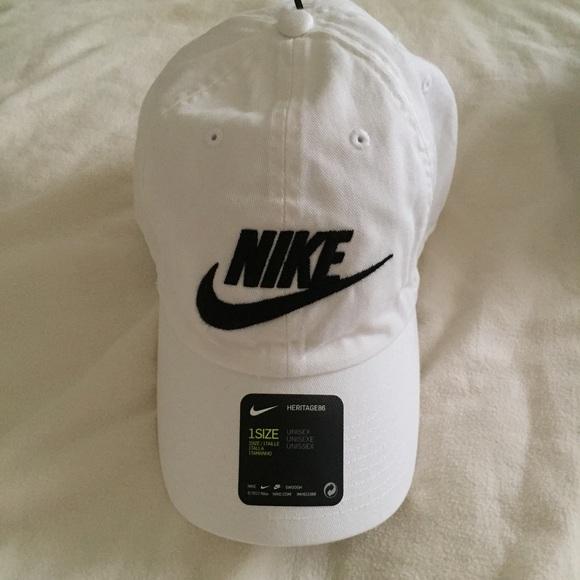newest d67fd 5c7e4 NIKe heritage 86 white black cap
